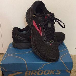 NEW Brooks Ghost 11 GTX women's size 8